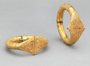 8-pair-of-bracelets_300